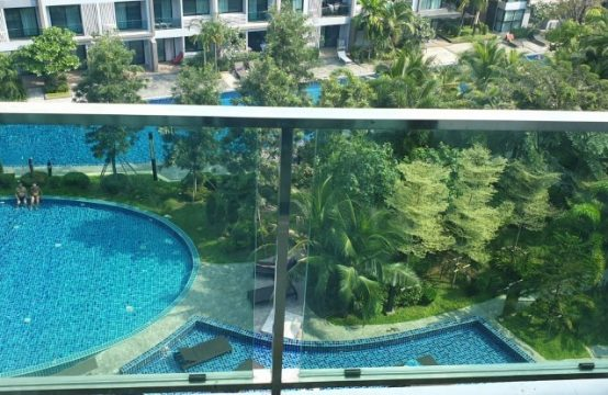 1-bedroom with pool view