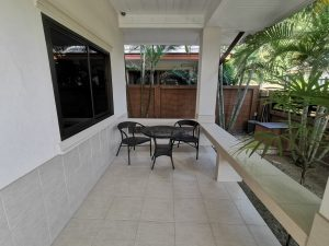2-bedroom house with pool