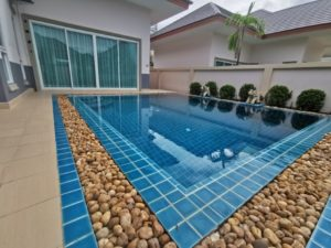 Modern 3-bedroom with pool