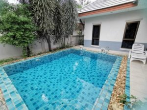 Cozy 2-bedroom house with pool